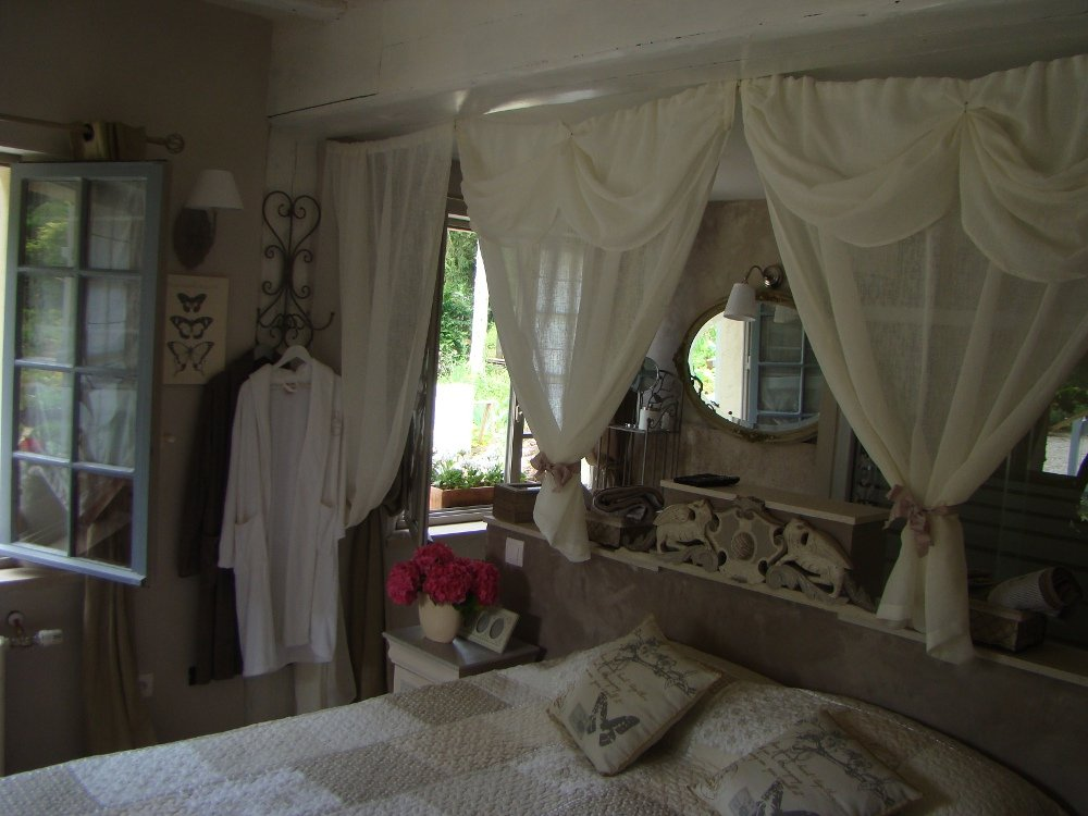 Bed breakfast le jardin de saint jean bed breakfasts for Le jardin