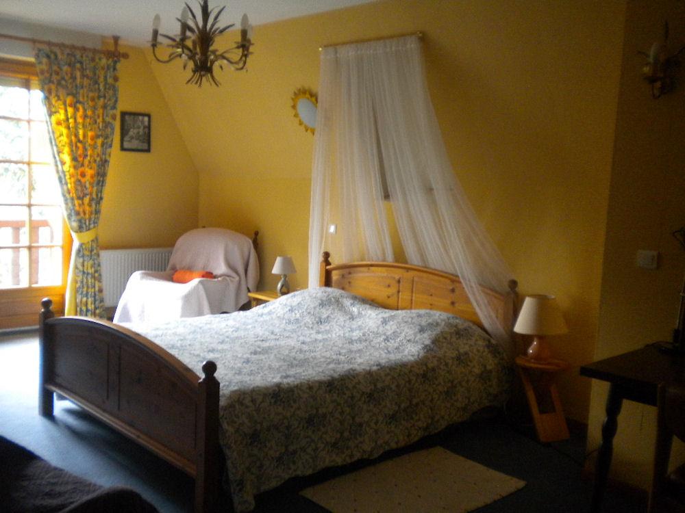 Chambres d 39 h tes le c dre bleu chambres dainville dans for Chambre hote 62