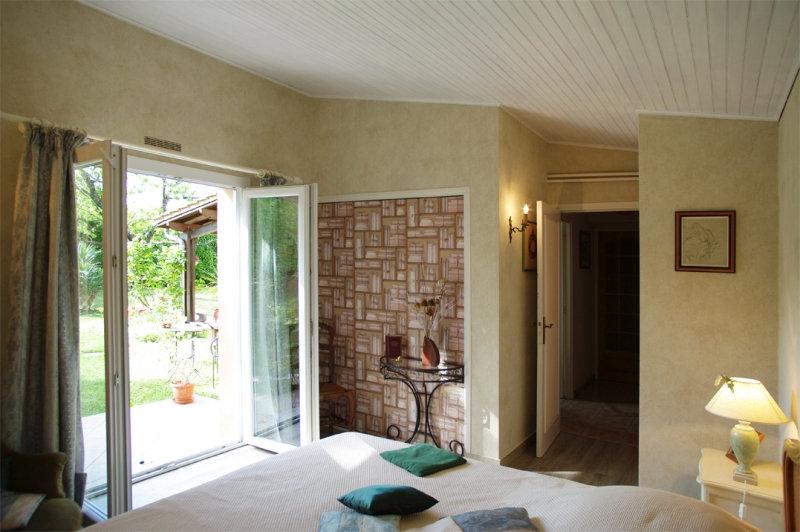 chambre d 39 h tes mirefleurs chambre mirefleurs dans le puy de d me 63 16 km de clermont. Black Bedroom Furniture Sets. Home Design Ideas