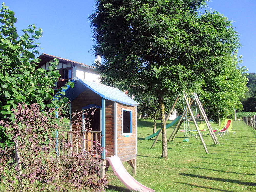 Chambre d 39 h tes kuluxka bedrooms in sare in les pyr n es for Chambre d hotes pyrenees