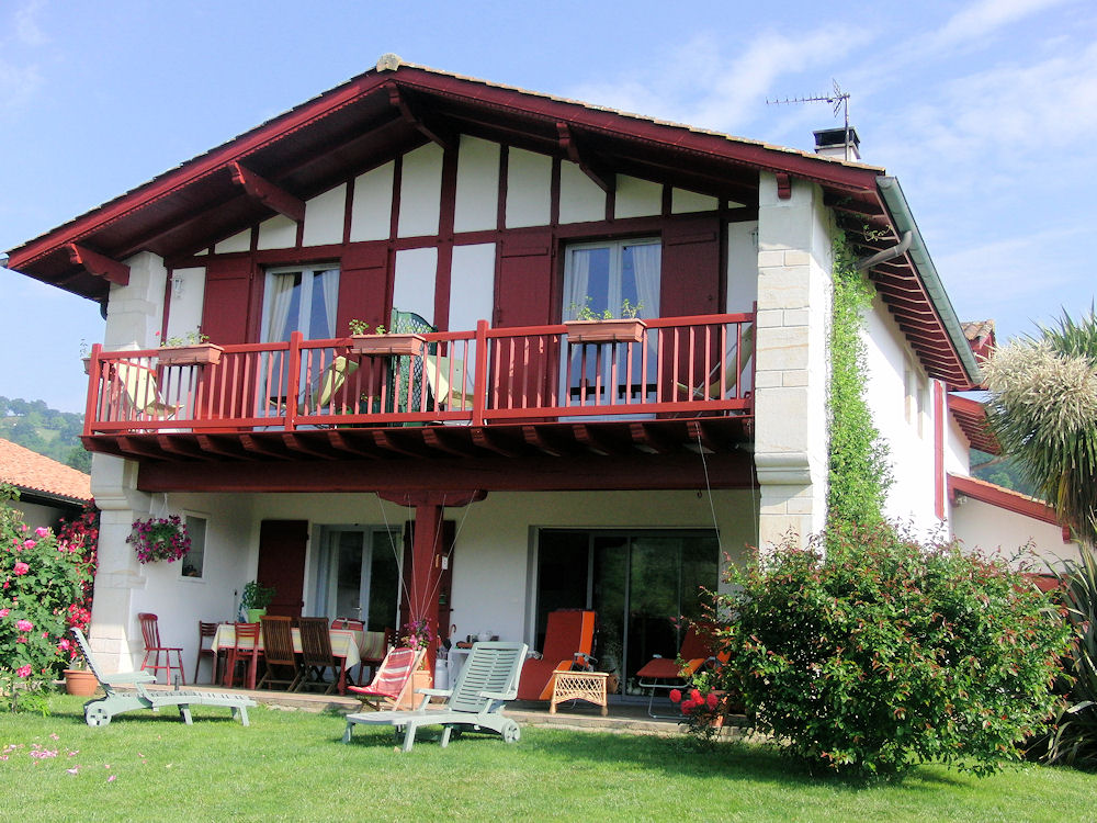 Chambre d 39 h tes kuluxka bedrooms in sare in les pyr n es for Chambre hote basque