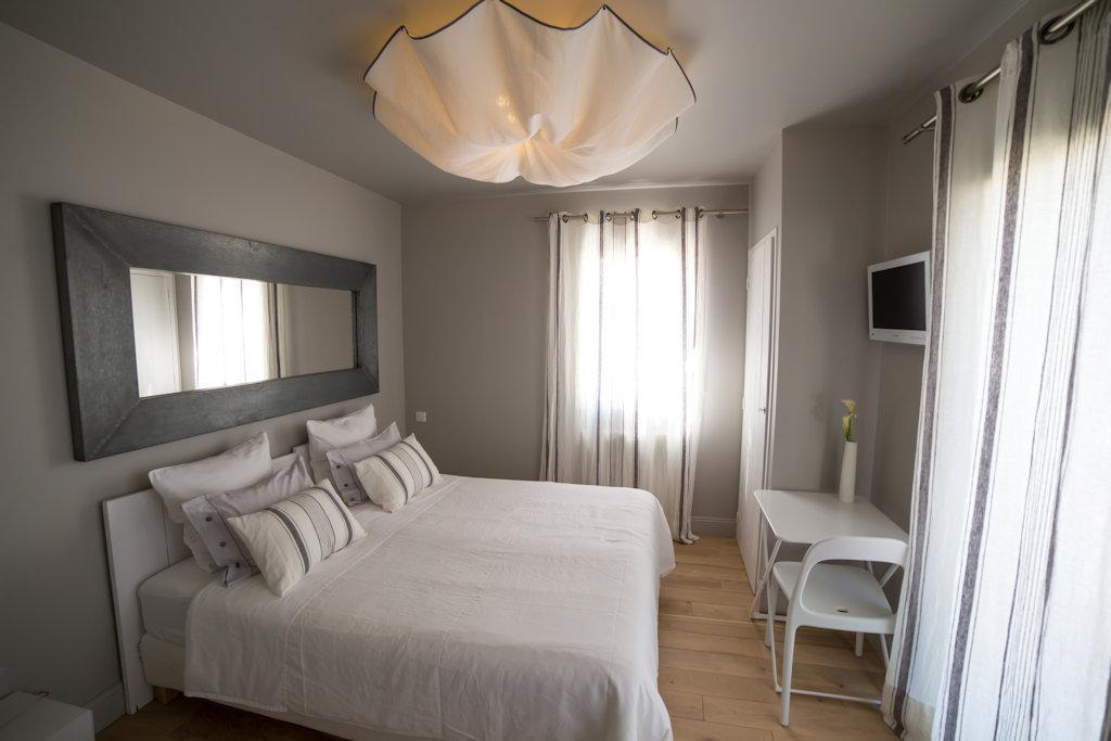 chambres d 39 h tes arima biarritz chambres biarritz dans les pyr n es atlantiques 64 pays. Black Bedroom Furniture Sets. Home Design Ideas