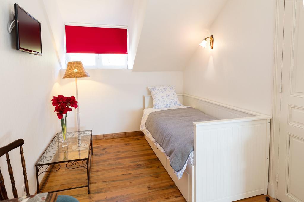 chambres d 39 h tes villa l 39 orante chambres et suites lourdes dans les hautes pyr n es 65. Black Bedroom Furniture Sets. Home Design Ideas