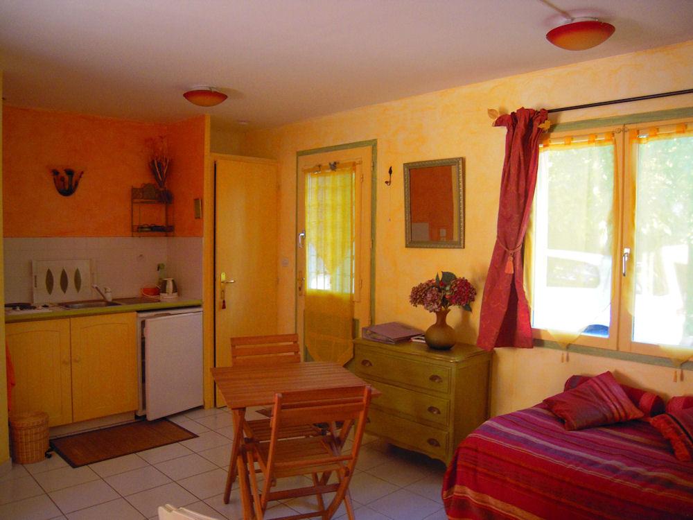 Chambre d 39 h tes les iris chambres d 39 h tes saint jean des vignes beaujolais pierres dor es - Chambre d hotes florence ...