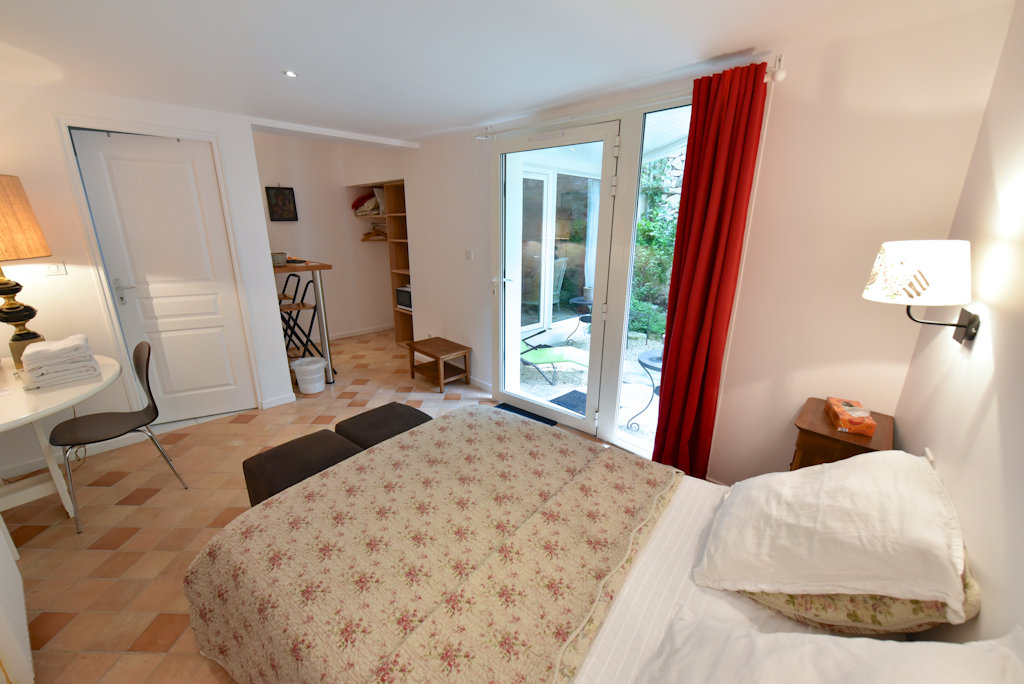Chambres d 39 h tes le 3 rue grande chambres d 39 h tes moret for Chambre hote 77