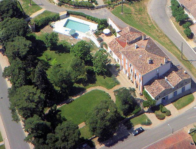 Au ch teau chambres d 39 h tes avec piscine chauff e rooms and suites in saint nicolas de la - Chambre d hote avec piscine ...