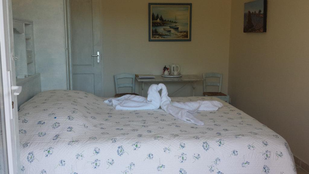 Chambre d 39 h tes les roseli res chambre bormes les mimosas for Chambre d hotes paca