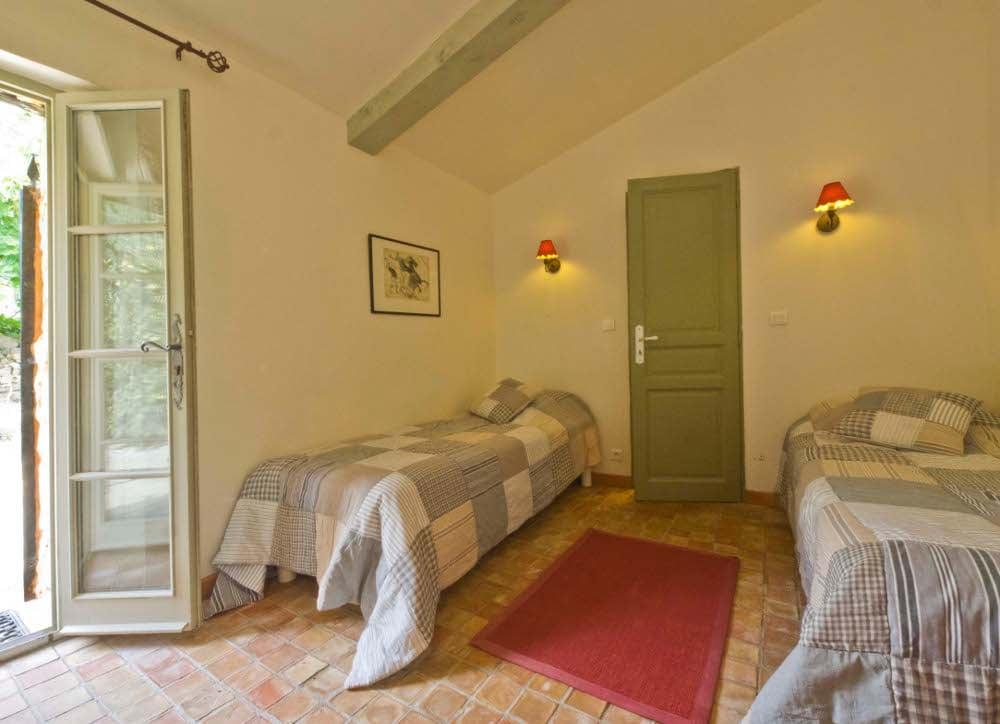 Chambres d 39 h tes le mas des combes longues chambres seillans for Chambre hote tf1