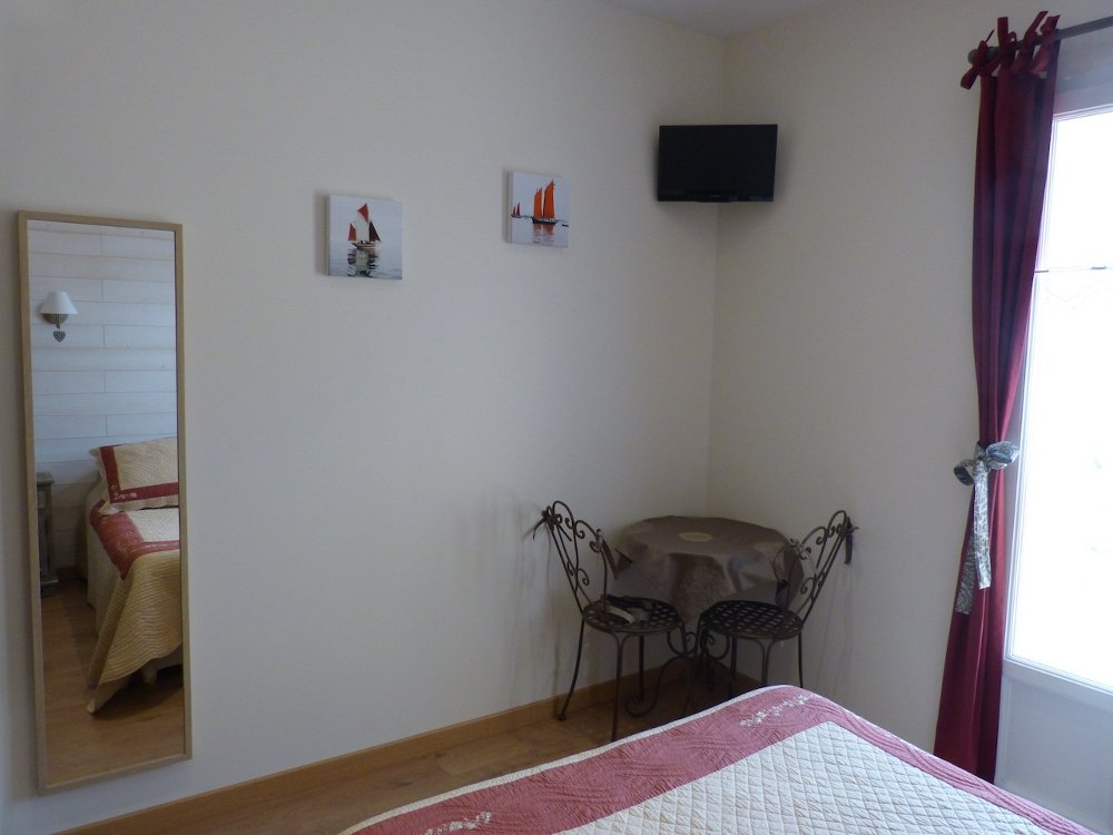 G te du pagoulin chambres d 39 h tes bed breakfasts for Chambre hote hyeres