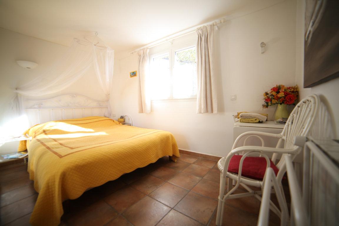 chambres d 39 h tes le clos des vignes chambres et chambre familiale saint rapha l provence. Black Bedroom Furniture Sets. Home Design Ideas