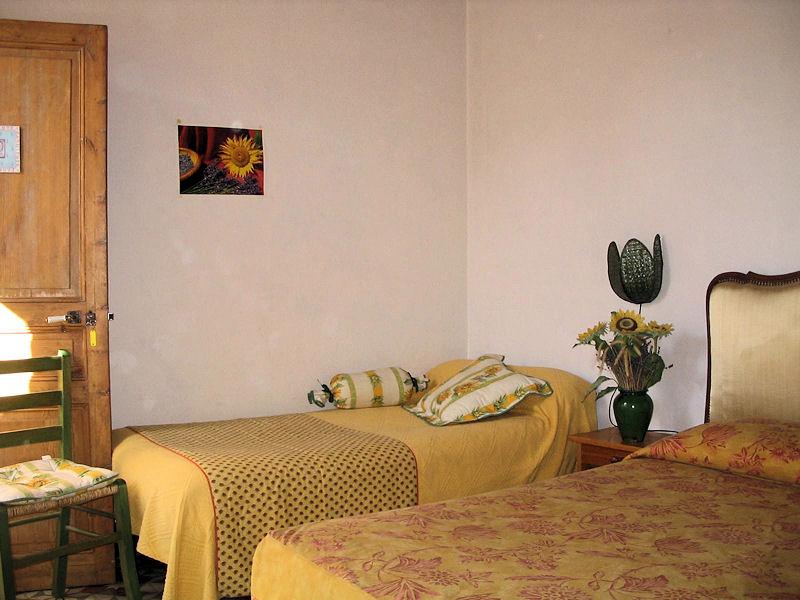 Chambres d 39 h tes c t jardin chambres b doin dans le for Chambre hote ventoux