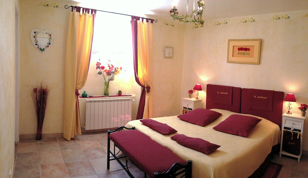 Chambres d 39 h tes la guillone chambres d 39 h tes murs luberon for Chambre d hote luberon
