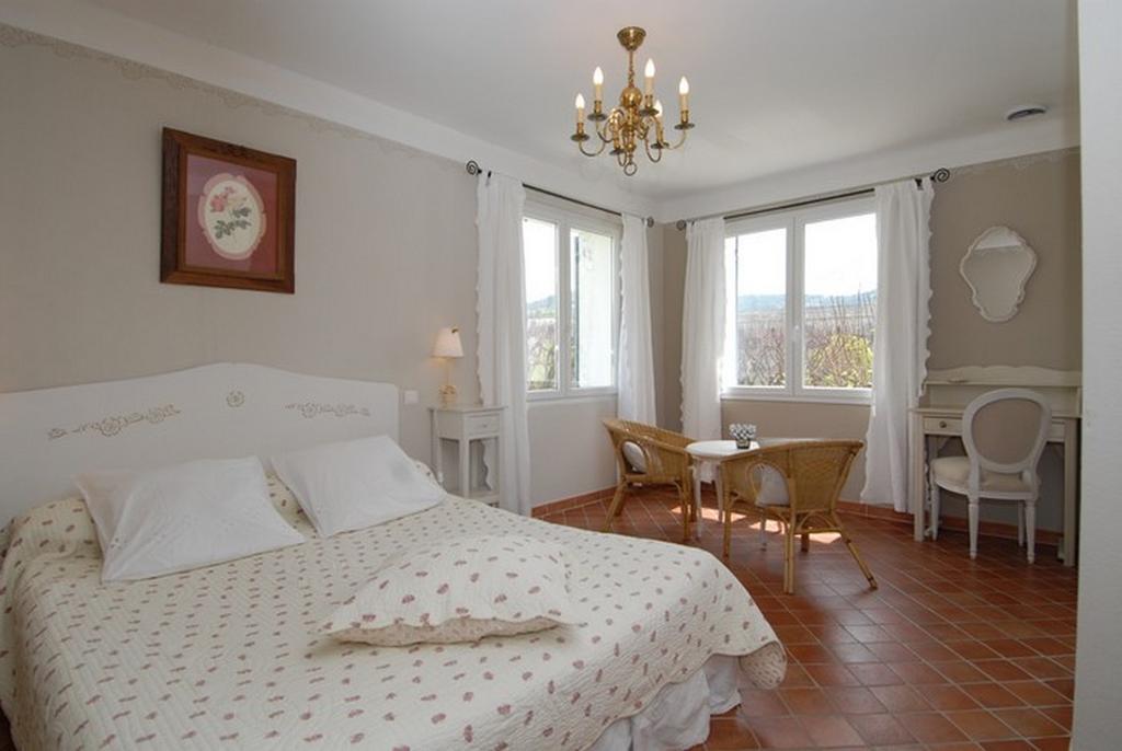 chambres d 39 h tes les tilleuls d 39 elis e chambres d 39 h tes vaison la romaine. Black Bedroom Furniture Sets. Home Design Ideas