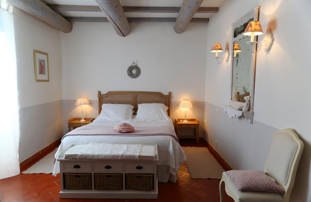 chambres d 39 h tes les tilleuls d 39 elis e chambres et suites vaison la romaine dans le vaucluse. Black Bedroom Furniture Sets. Home Design Ideas