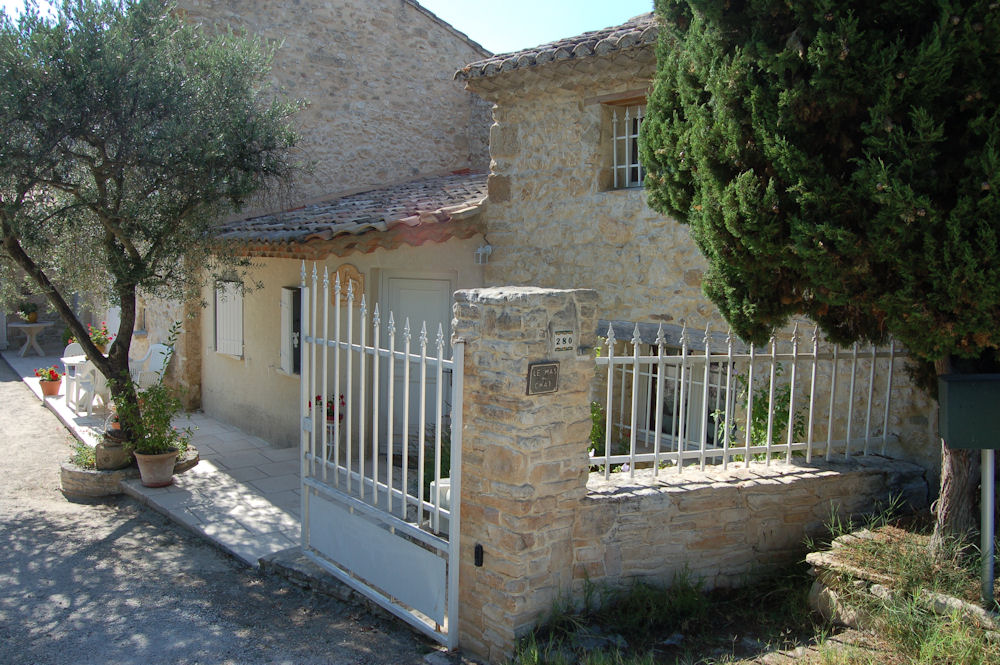Bed breakfast le mas du chat bed breakfasts cavaillon for Le mas du luberon