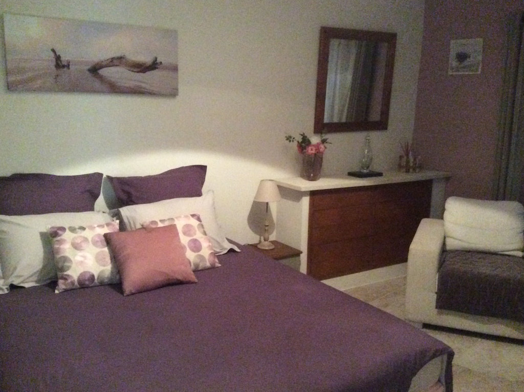 chambres d 39 h tes l 39 estello chambres gordes dans le vaucluse 84 luberon. Black Bedroom Furniture Sets. Home Design Ideas