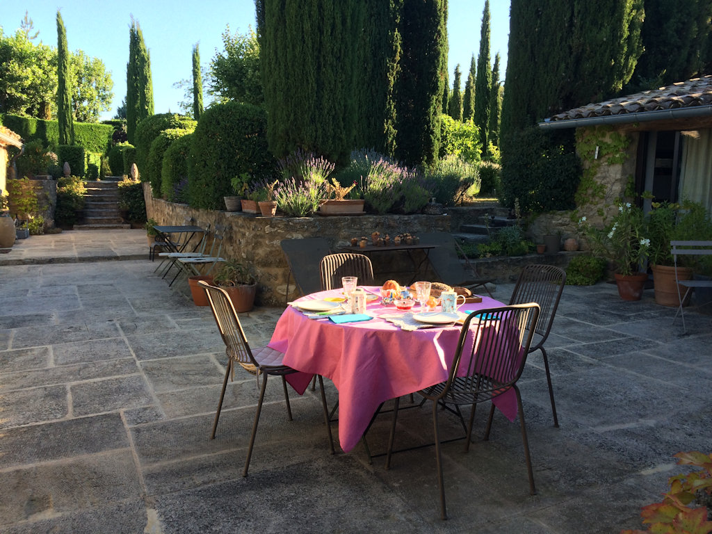 Bed breakfast le jardin bed breakfasts vaison la for Jardin romain
