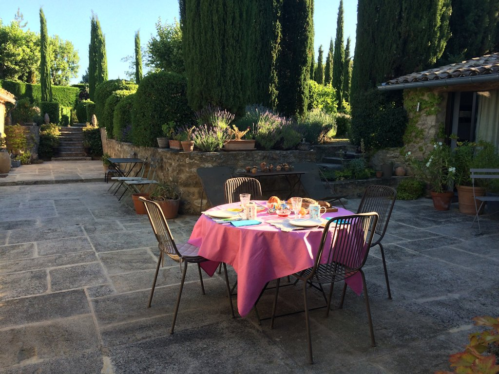Bed breakfast le jardin bed breakfasts vaison la romaine provence for Jardin romain