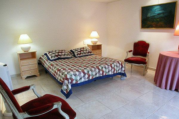 Chambres d 39 h tes le vieux figuier chambres d 39 h tes s guret vaucluse - Chambres d hotes vaucluse ...