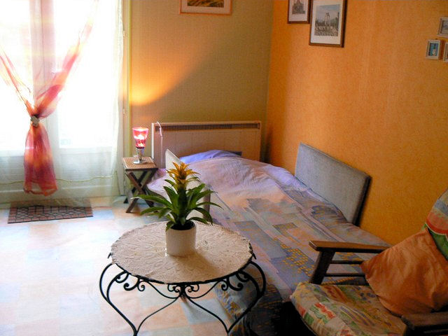 chambre d 39 h tes chez fran oise chambre limoges. Black Bedroom Furniture Sets. Home Design Ideas
