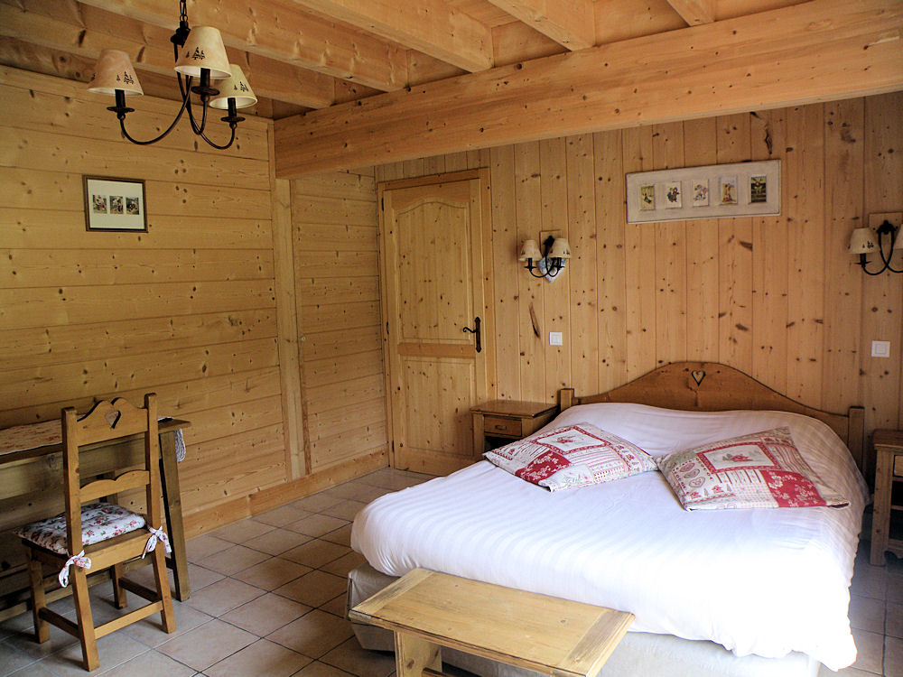 chambres d 39 h tes les chalets de cathy chambres tendon montagne. Black Bedroom Furniture Sets. Home Design Ideas