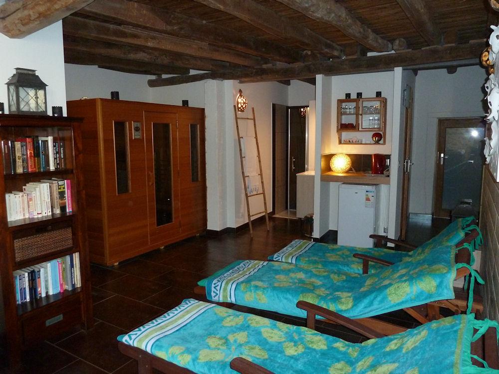 la petite maison jacuzzi et sauna locations de vacances roussines charente limousine. Black Bedroom Furniture Sets. Home Design Ideas