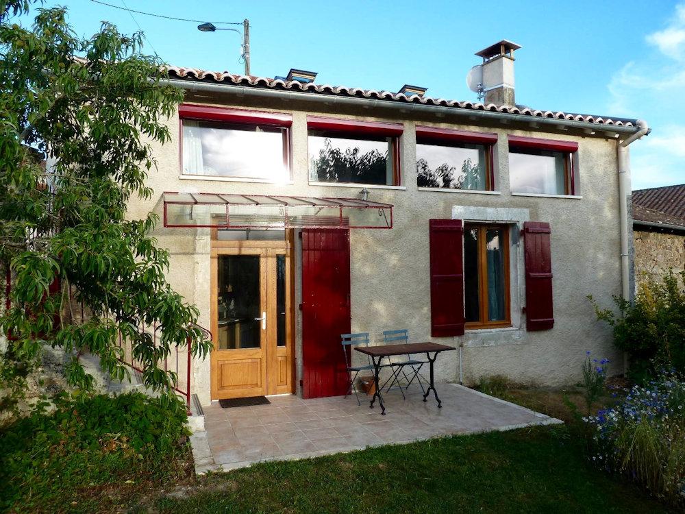 Maison Triangulaire, un petit cocon, gîte Roussines, Charente Limousine