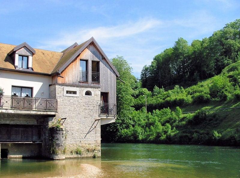 Gite La Maison sur l\'eau, Ferienwohnung Ornans