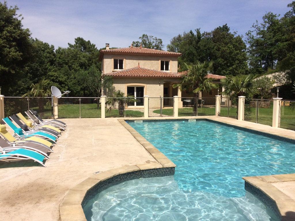 Villa neuve avec piscine priv e jacuzzi ds les basses - Chambre avec jacuzzi privatif gard ...