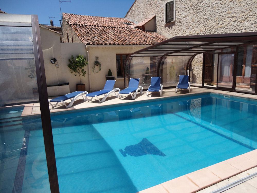 L 39 eskillou piscine chauff e gite in pouzolles in l for Piscine pezenas