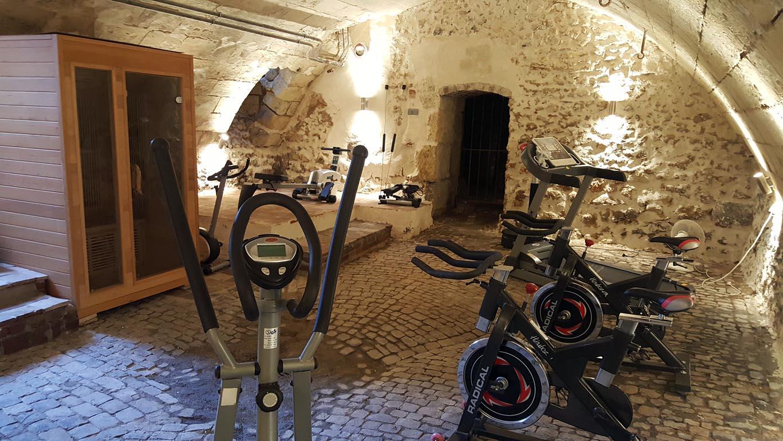 Chateau De Jallanges 2 Gites 2 Piscines 12 Km Tours Gite In