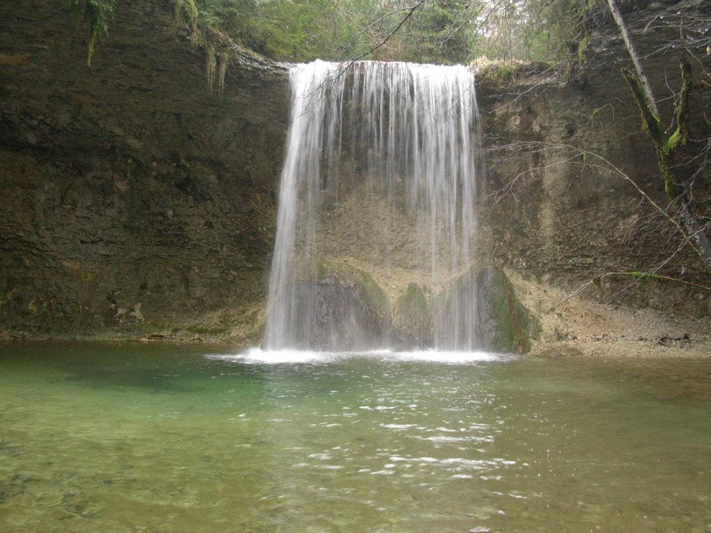 R U00e9gion Des Lacs Et Des Cascades  G U00eete Meussia  Jura Sud