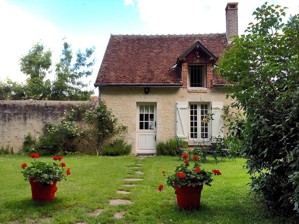 La petite maison locations de vacances cheverny ch teaux for B b la petit maison