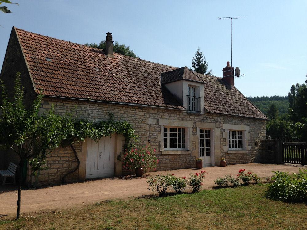 Maison au calme grand jardin à 100 m de l\'Yonne, Haus Armes, Bourgogne
