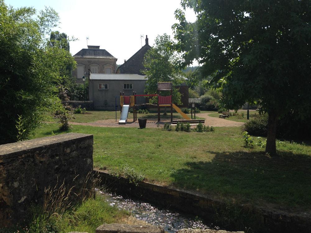 Maison agr able au calme sur grand jardin 100 m de l for Jardin a l americaine