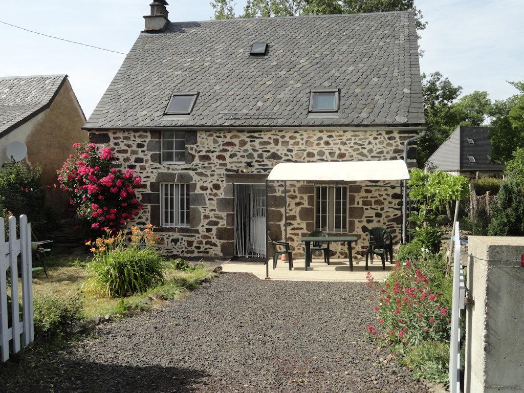 Maison individuelle locations de vacances picherande for Auvergne location maison