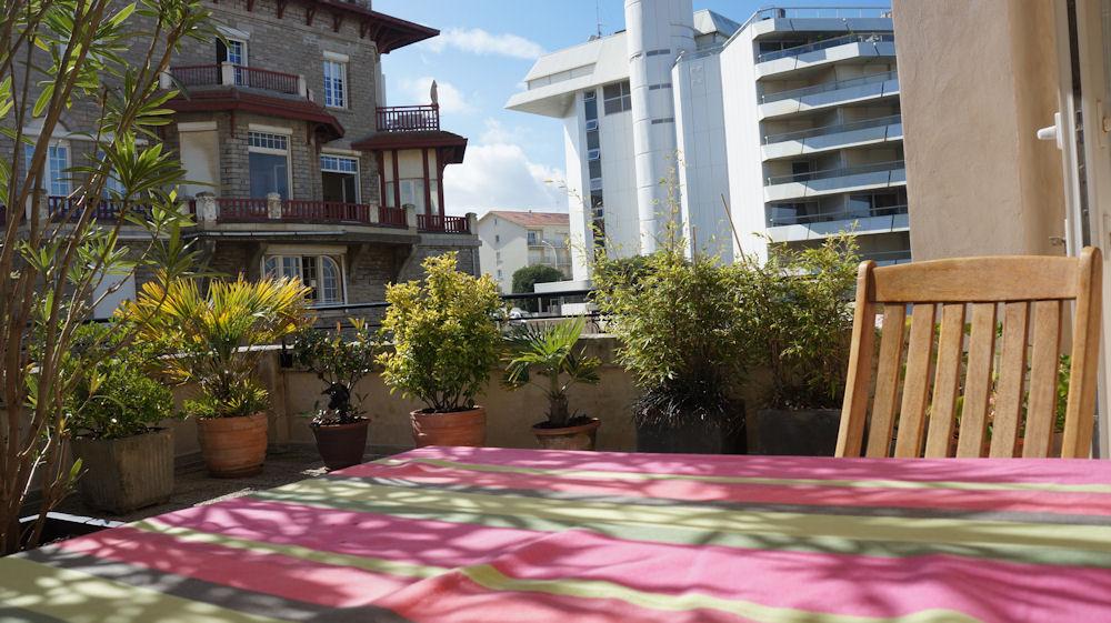 villa bego a plage du miramar terrasse priv e appartement biarritz c te basque plage du. Black Bedroom Furniture Sets. Home Design Ideas