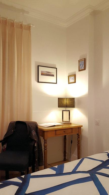 villa bego a plage du miramar terrasse priv e appartement biarritz dans les pyr n es. Black Bedroom Furniture Sets. Home Design Ideas