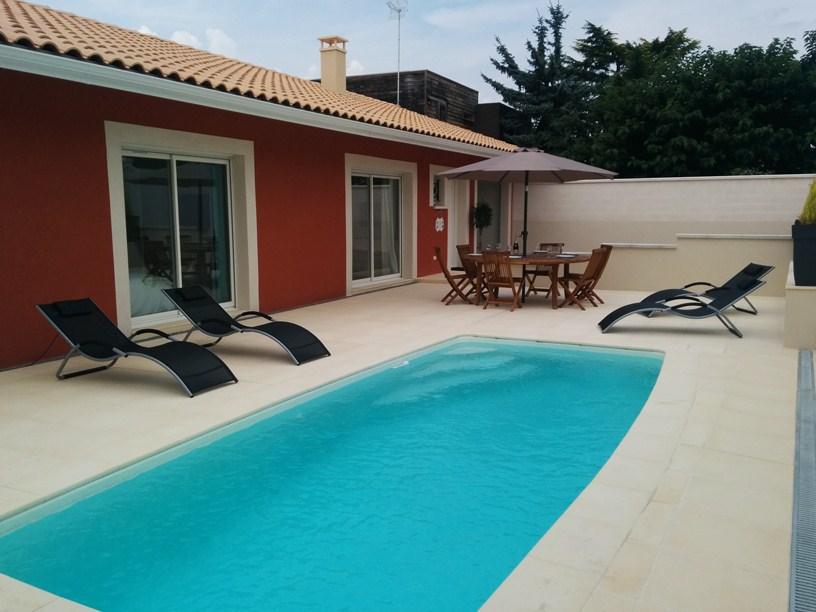 la maison rouge, indépendante, piscine privée chauffée, villa