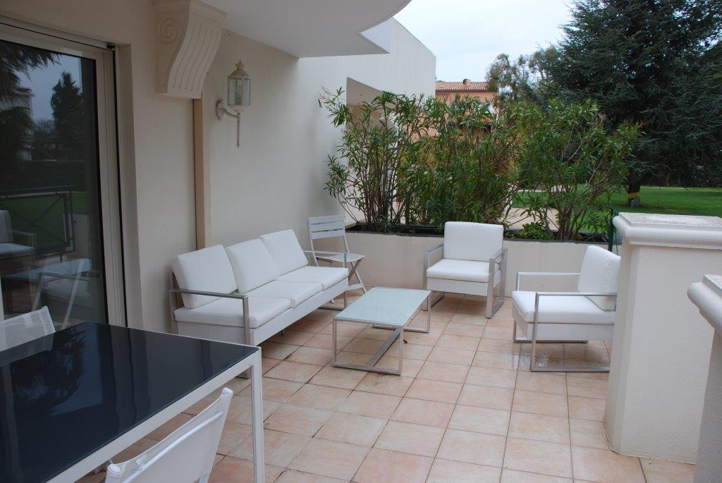 T2 rez-de-jardin avec terrasse de 21 m² et piscine, Wohnung ...