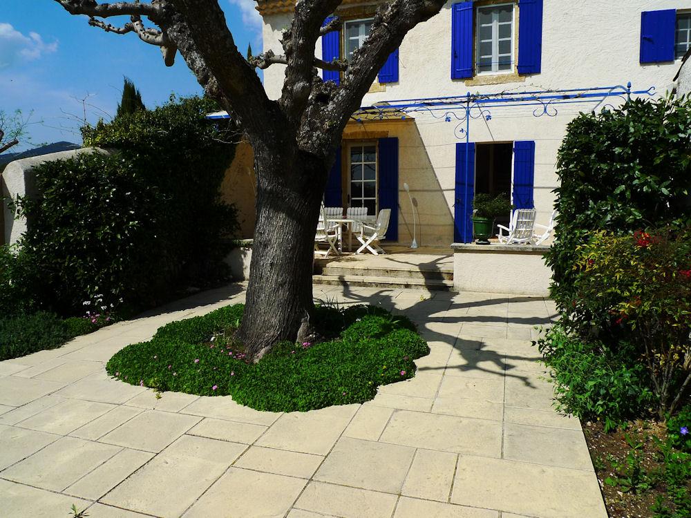 Mas tradevens house in lauris in le vaucluse 84 parc for Le mas du luberon