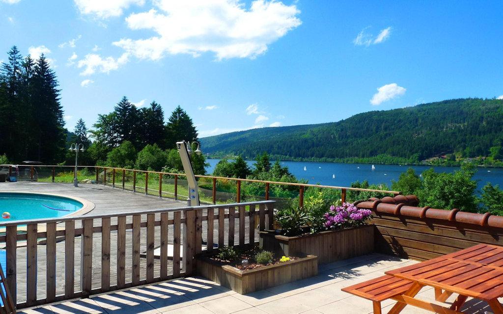 chalet au bord du lac avec piscine 350 semaine locations de vacances g 233 rardmer