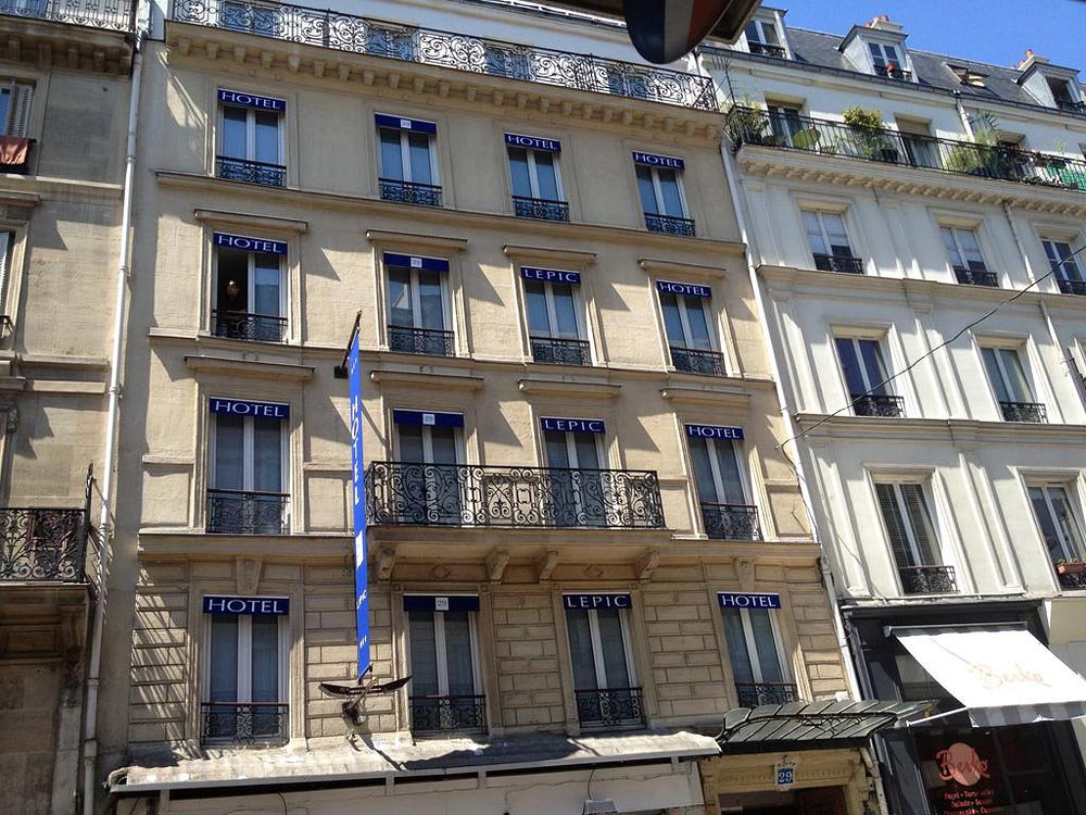 Plan d 39 acc s de l 39 hotel 29 lepic paris for Le garage paris austerlitz