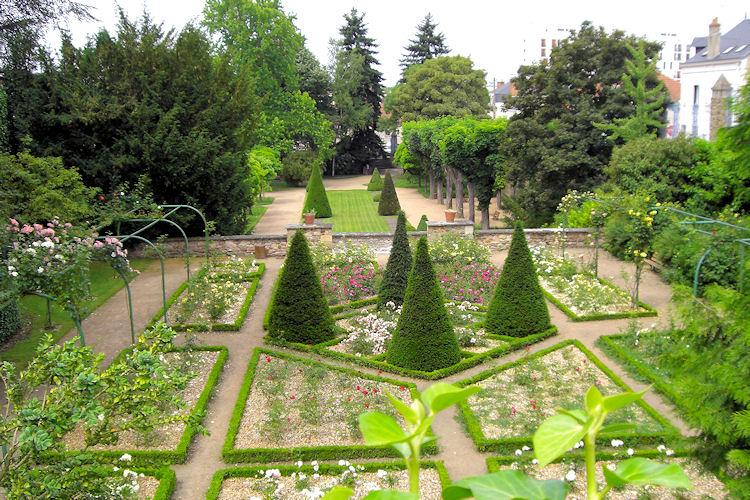 Jardin Wilson Montlucon Of Hotels G Tes Et Chambres D 39 H Tes Proximit Du Jardin