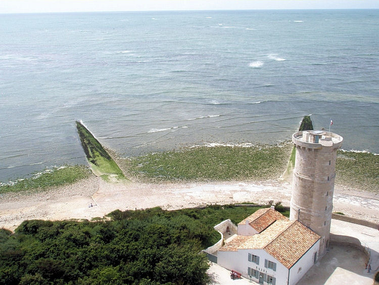 Locations de vacances au phare des baleines saint cl ment for Phare de piscine