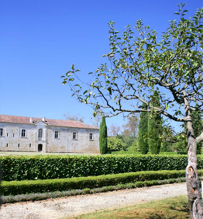 Locations de vacances l 39 abbaye de flaran valence sur for Baise dans la piscine