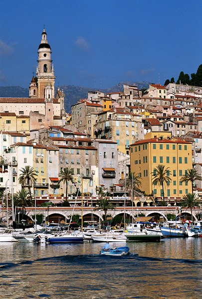 Hotels gites and bed and breakfast close to in port for Appart hotel menton