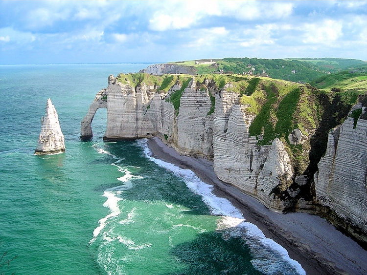 Hotels gites and bed and breakfast close to in falaises d for Hotels etretat