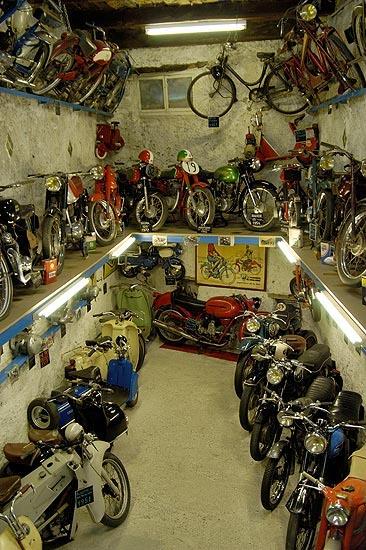 Hotels g tes et chambres d 39 h tes proximit du mus e de for Maison de la moto belle rose
