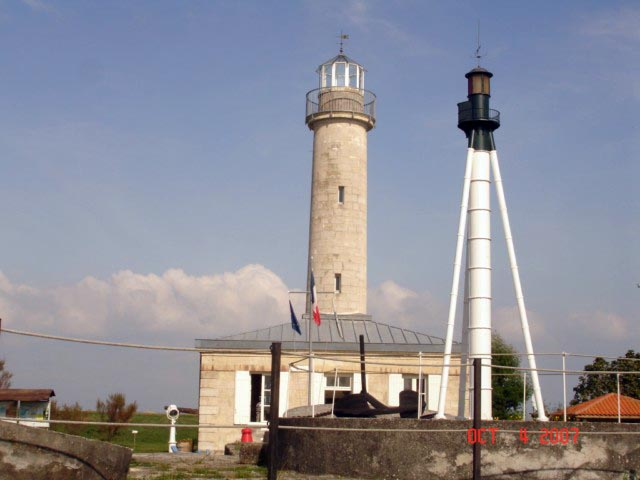 Locations de vacances phare de richard jau dignac et for Phare de piscine